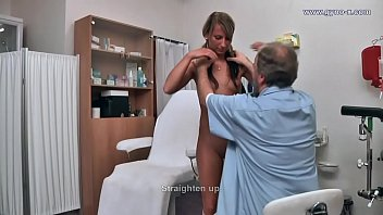 Sexy babe gets an orgasm during gyno exam