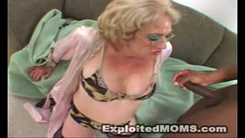 Black Granny Showing Them Old Titties For Beads